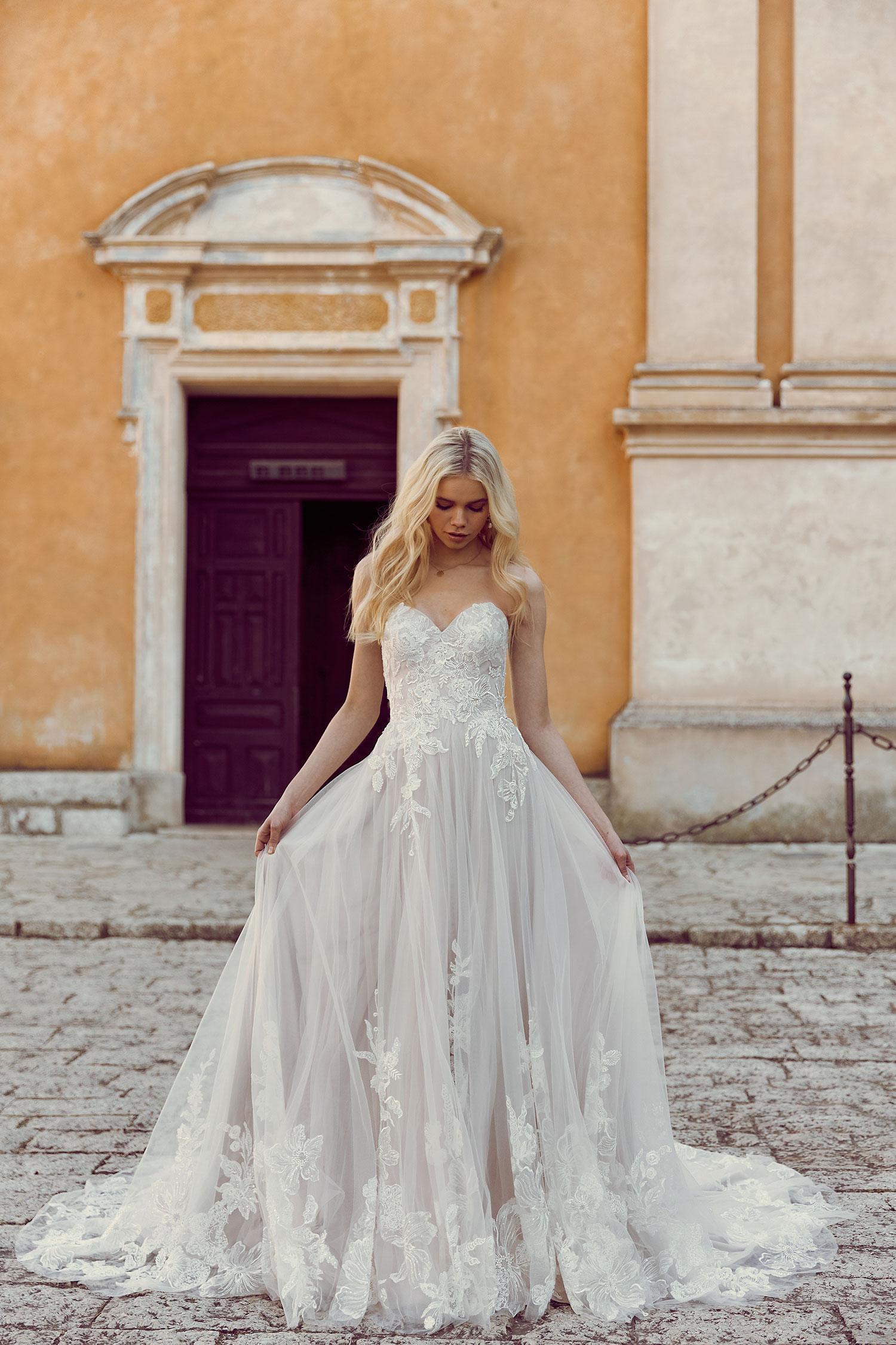 16238f57bfe Wedding Dress Lace Bodice Tulle Skirt