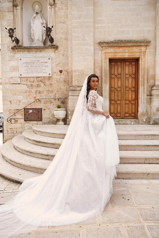 Marseille Veil V436 Paired With Marseille Ml13436 Wedding Dress Madi Lane Bridal2